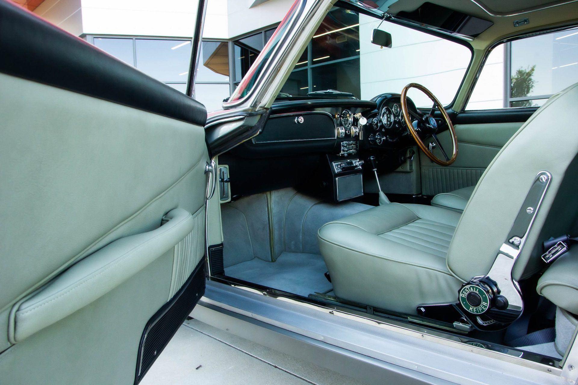 1963_Aston_MartinDB5_auction_0023