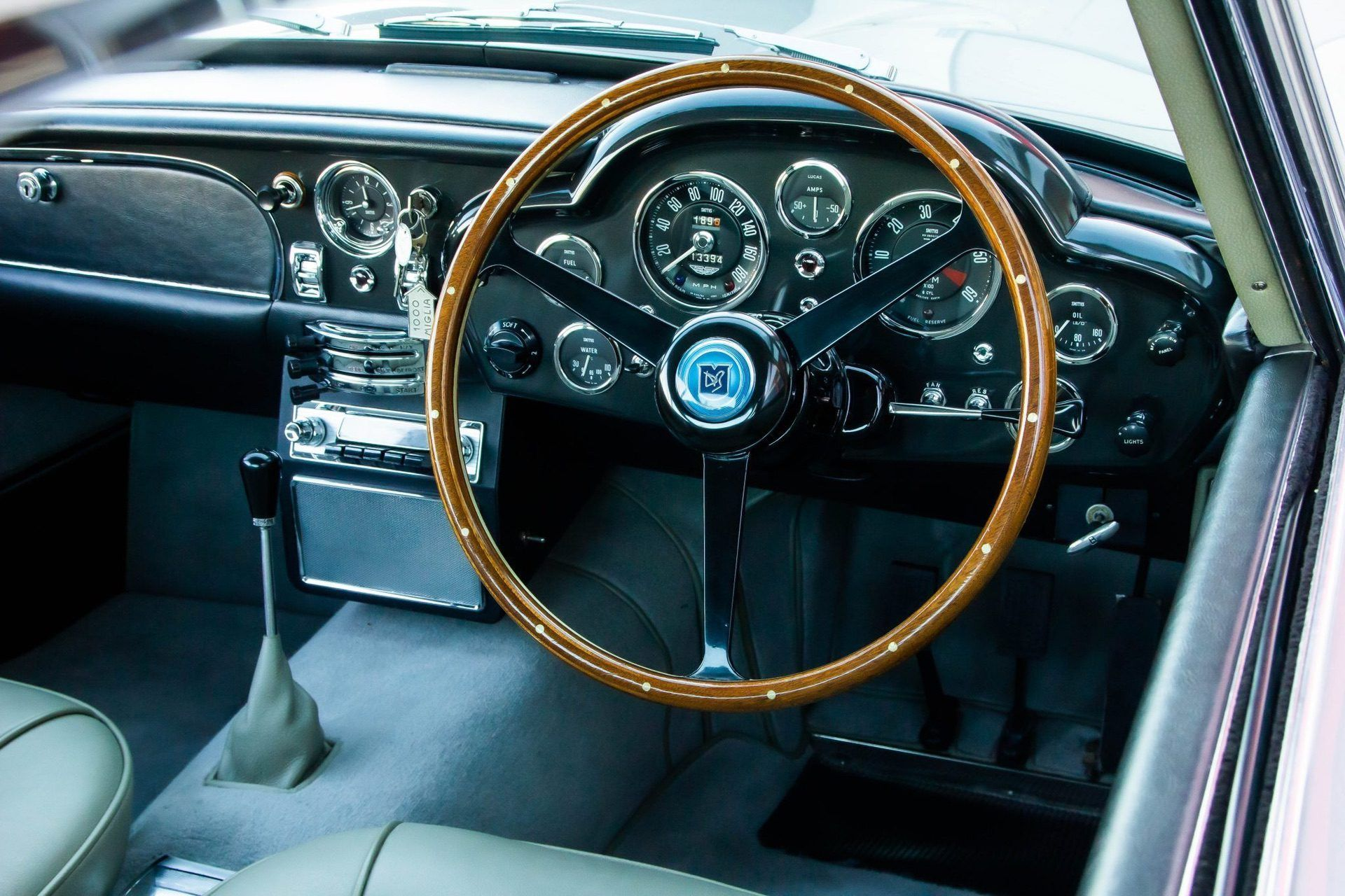1963_Aston_MartinDB5_auction_0024