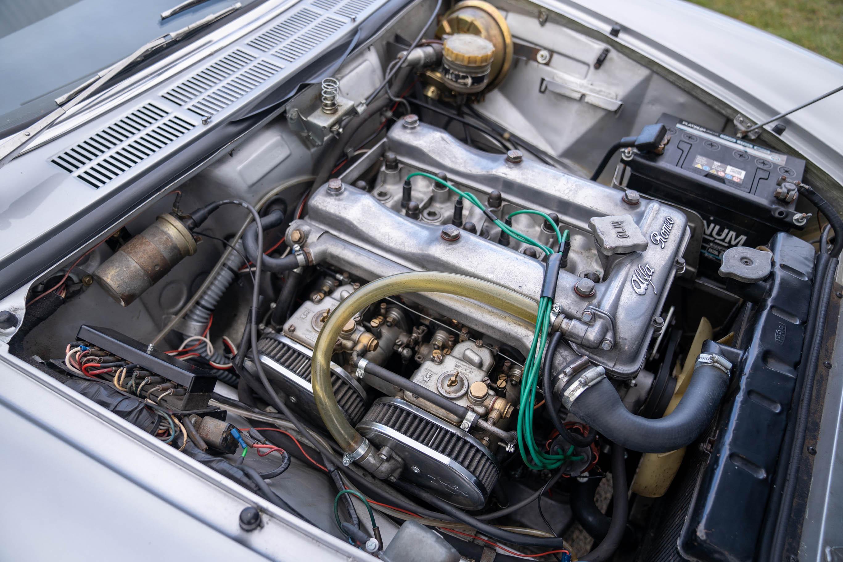 1967_Alfa_Romeo_Spider_0001