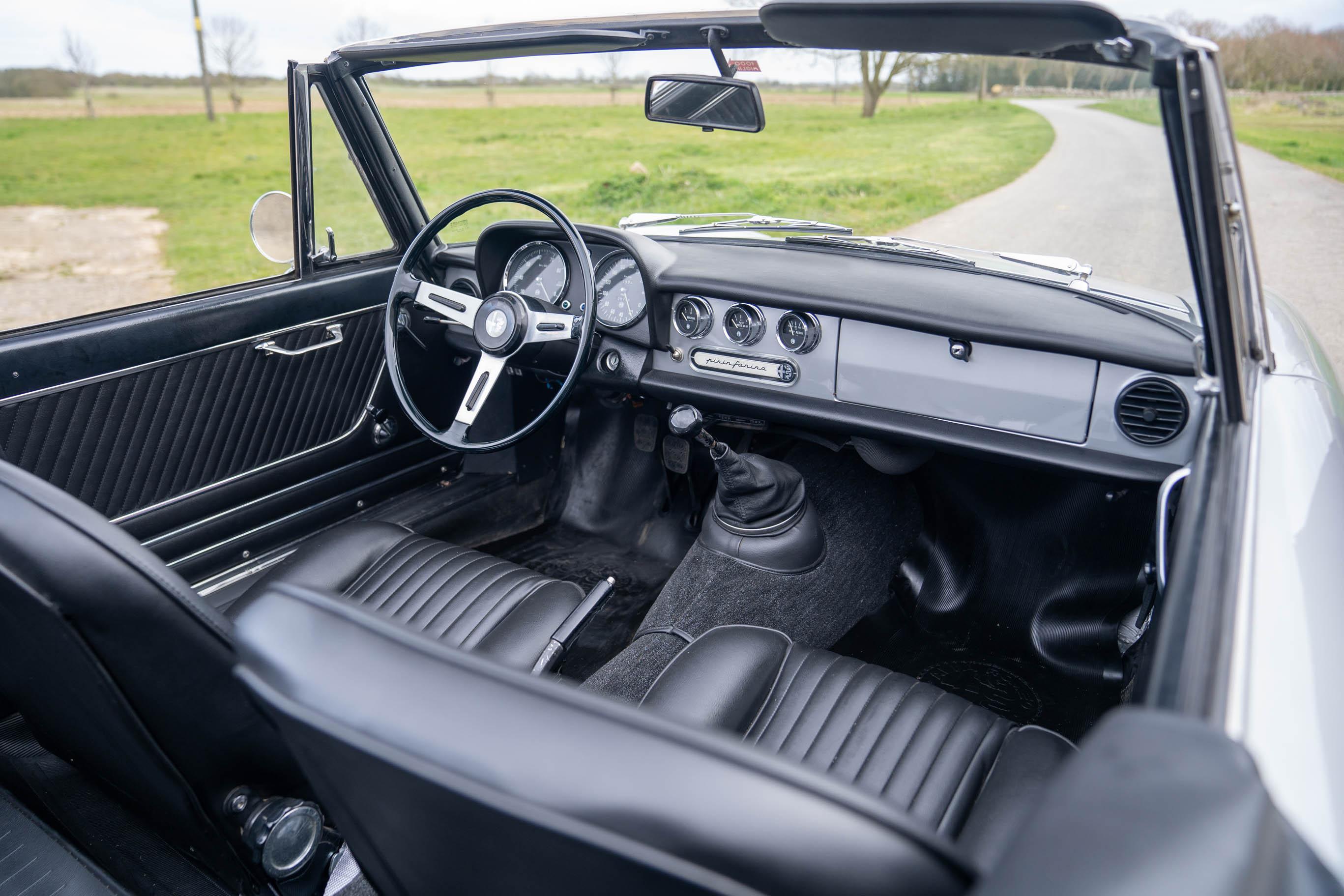 1967_Alfa_Romeo_Spider_0004