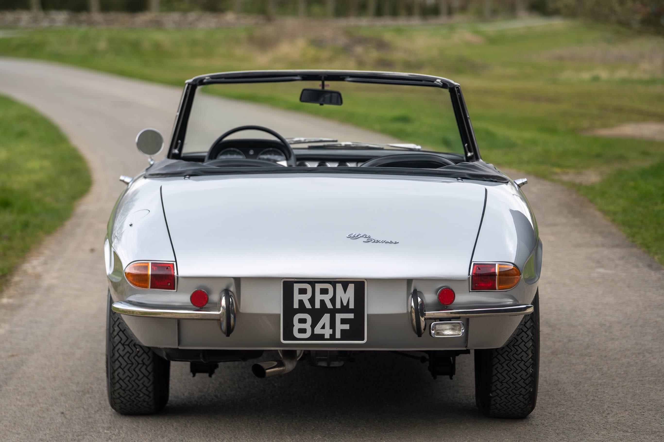 1967_Alfa_Romeo_Spider_0008