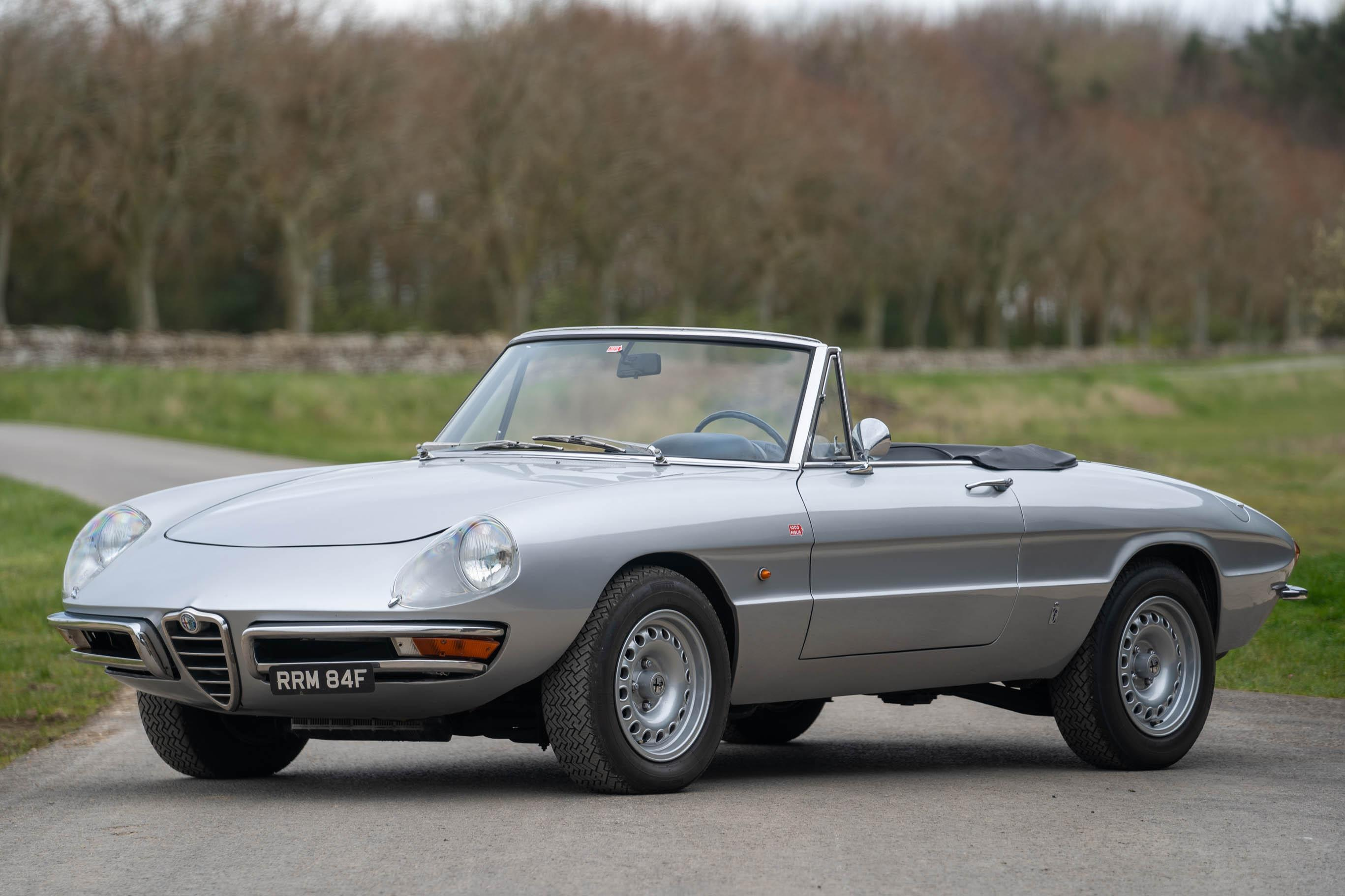 1967_Alfa_Romeo_Spider_0011