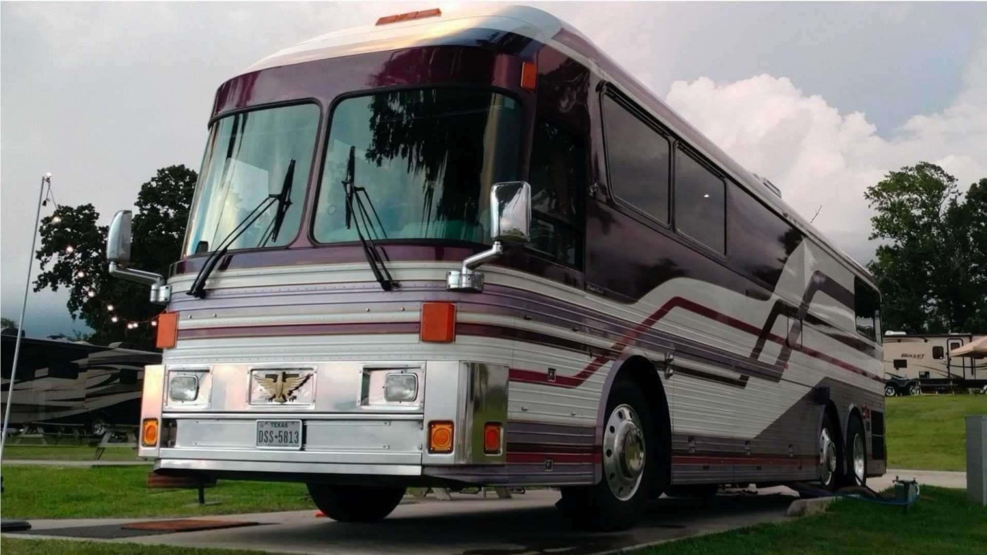 1983_Eagle_Model_10_Motorcoach_Purple_Rain_Tour_0000