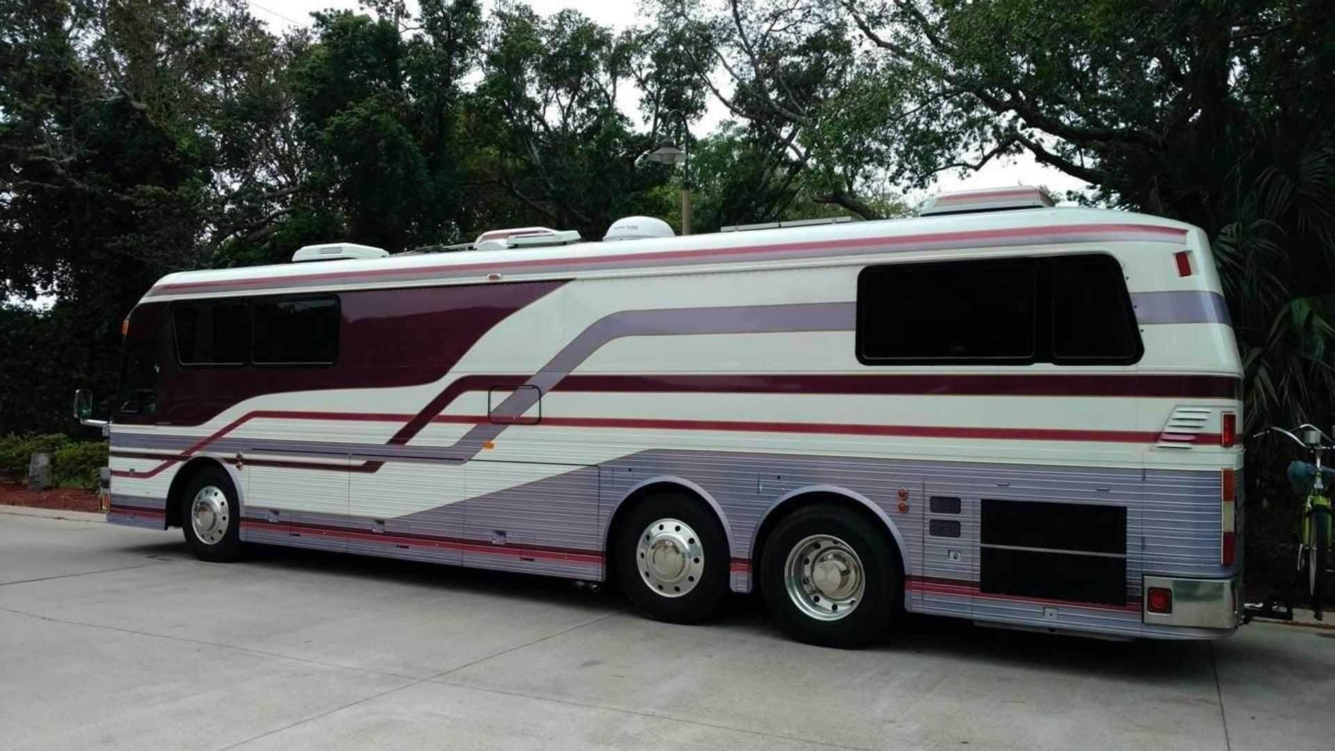 1983_Eagle_Model_10_Motorcoach_Purple_Rain_Tour_0001