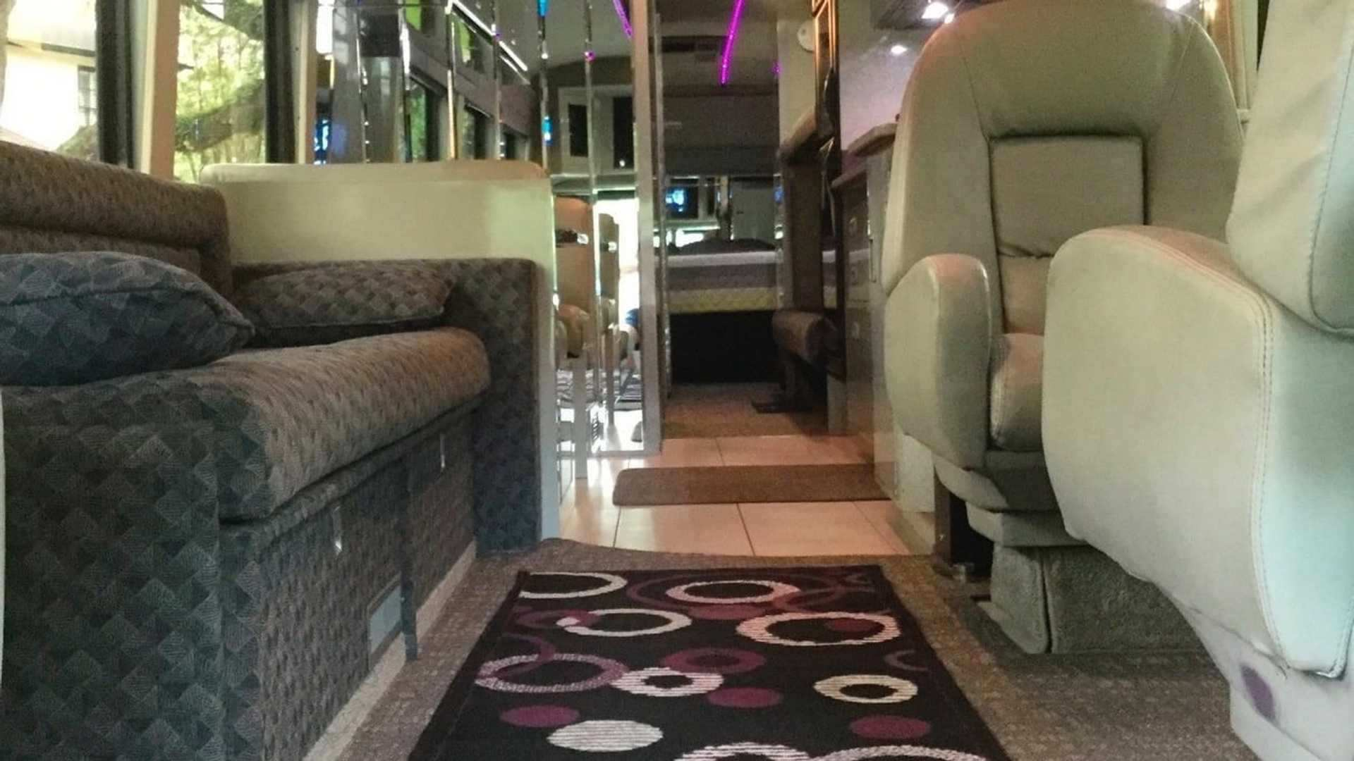 1983_Eagle_Model_10_Motorcoach_Purple_Rain_Tour_0009