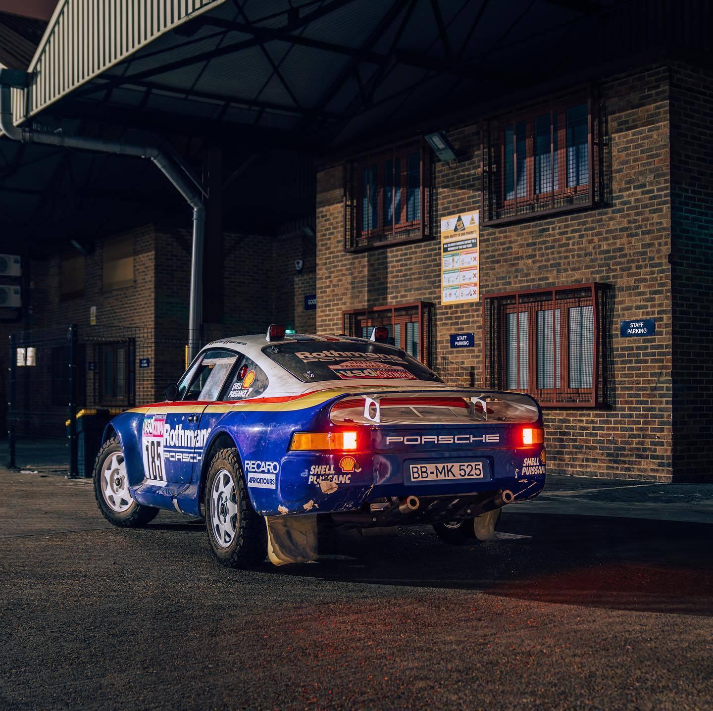 1985_Porsche_959_Paris-Dakar_Rally_Car_0000