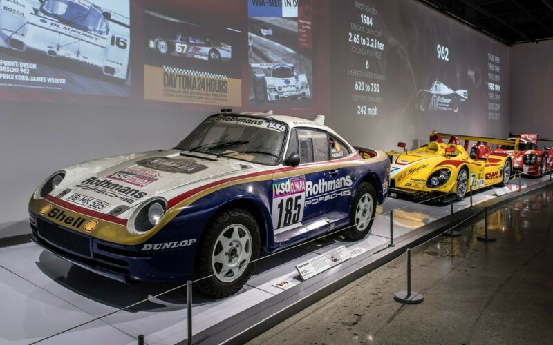 1985_Porsche_959_Paris-Dakar_Rally_Car_0031