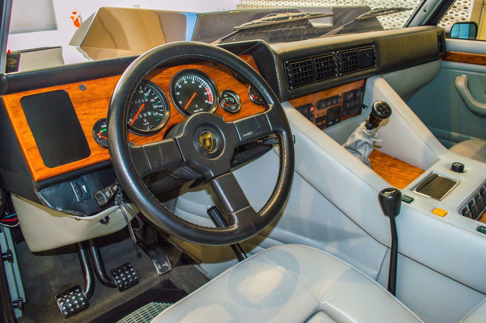 1988_Lamborghini_LM002_0003