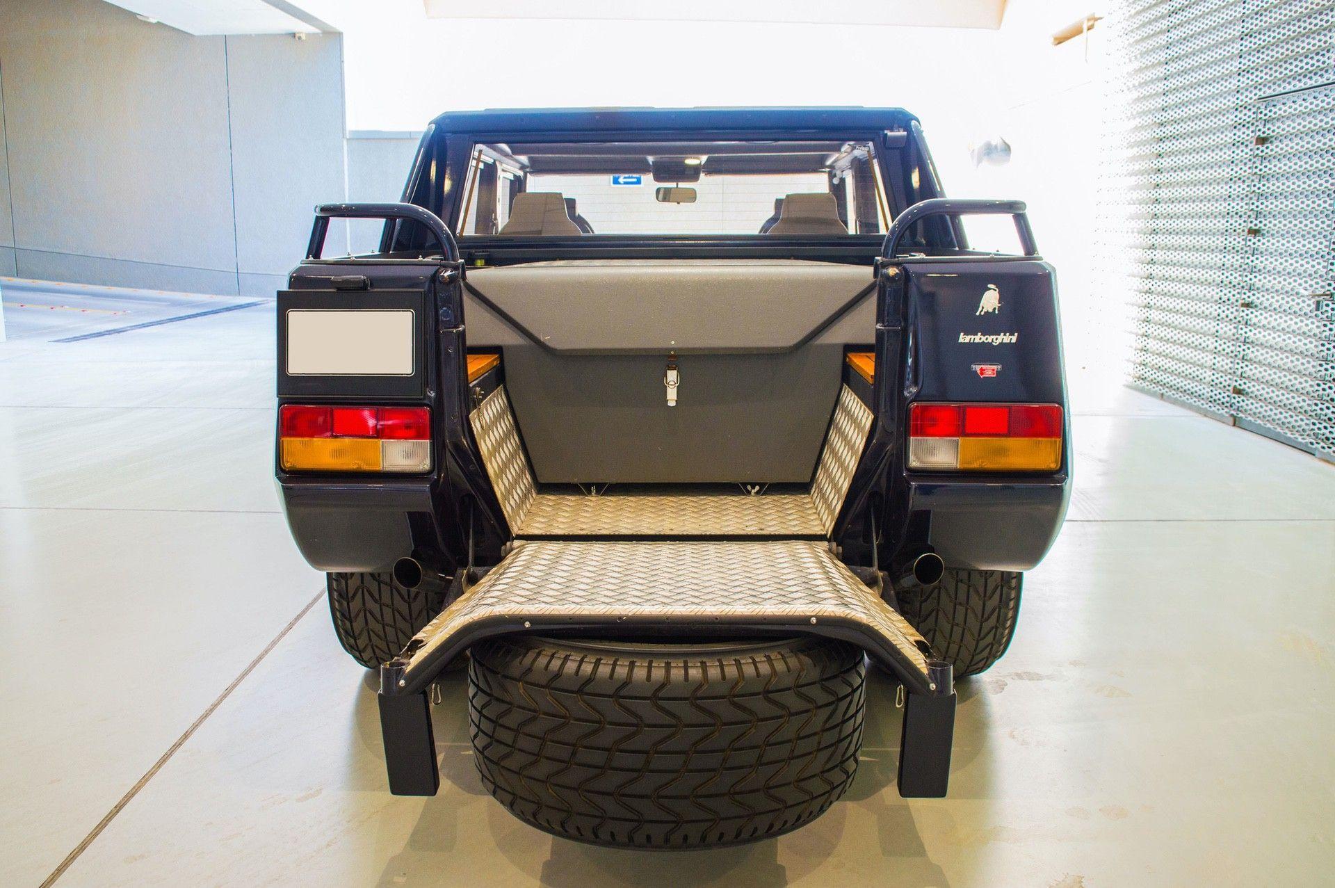 1988_Lamborghini_LM002_0008