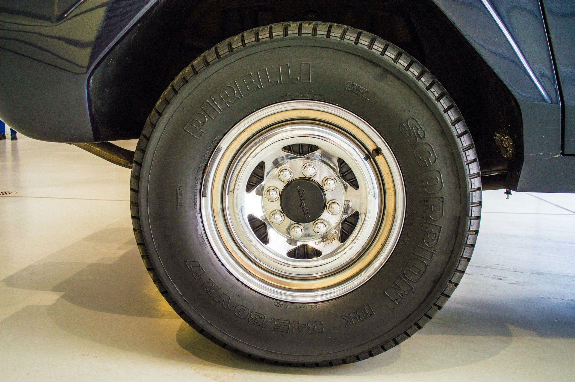 1988_Lamborghini_LM002_0016