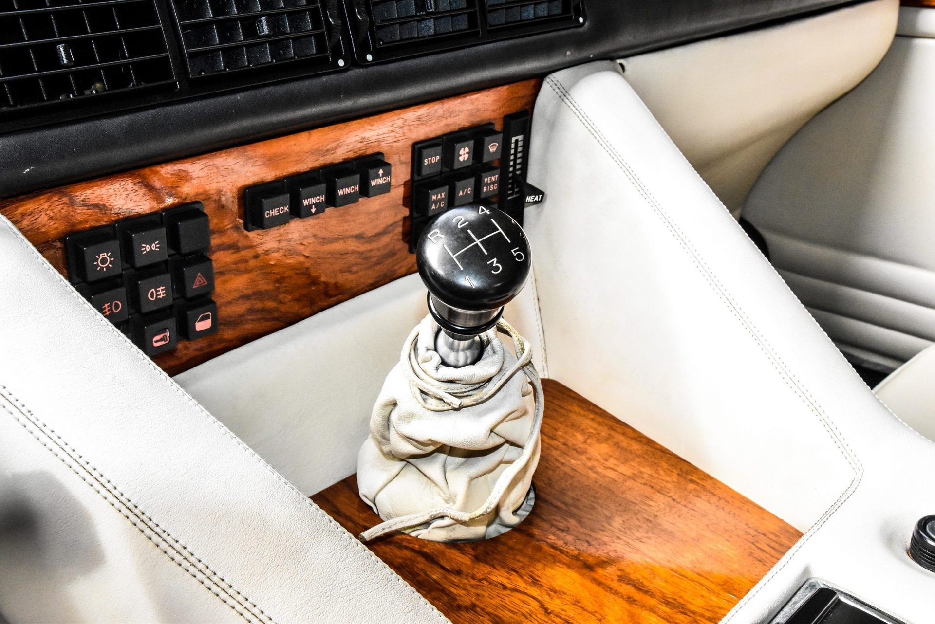 1989_Lamborghini_LM002_sale_0014