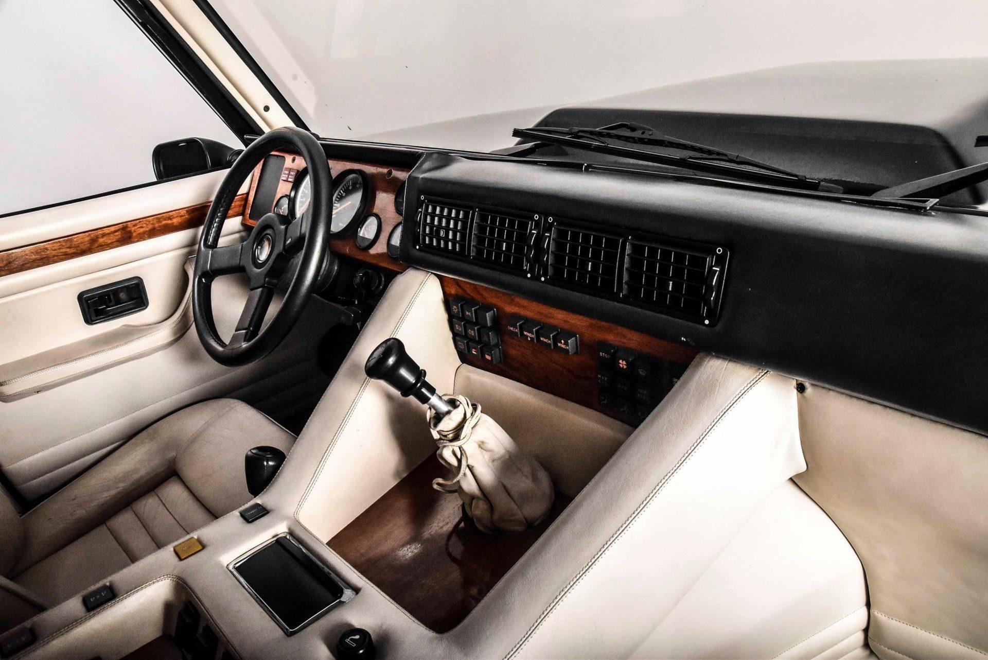 1989_Lamborghini_LM002_sale_0020