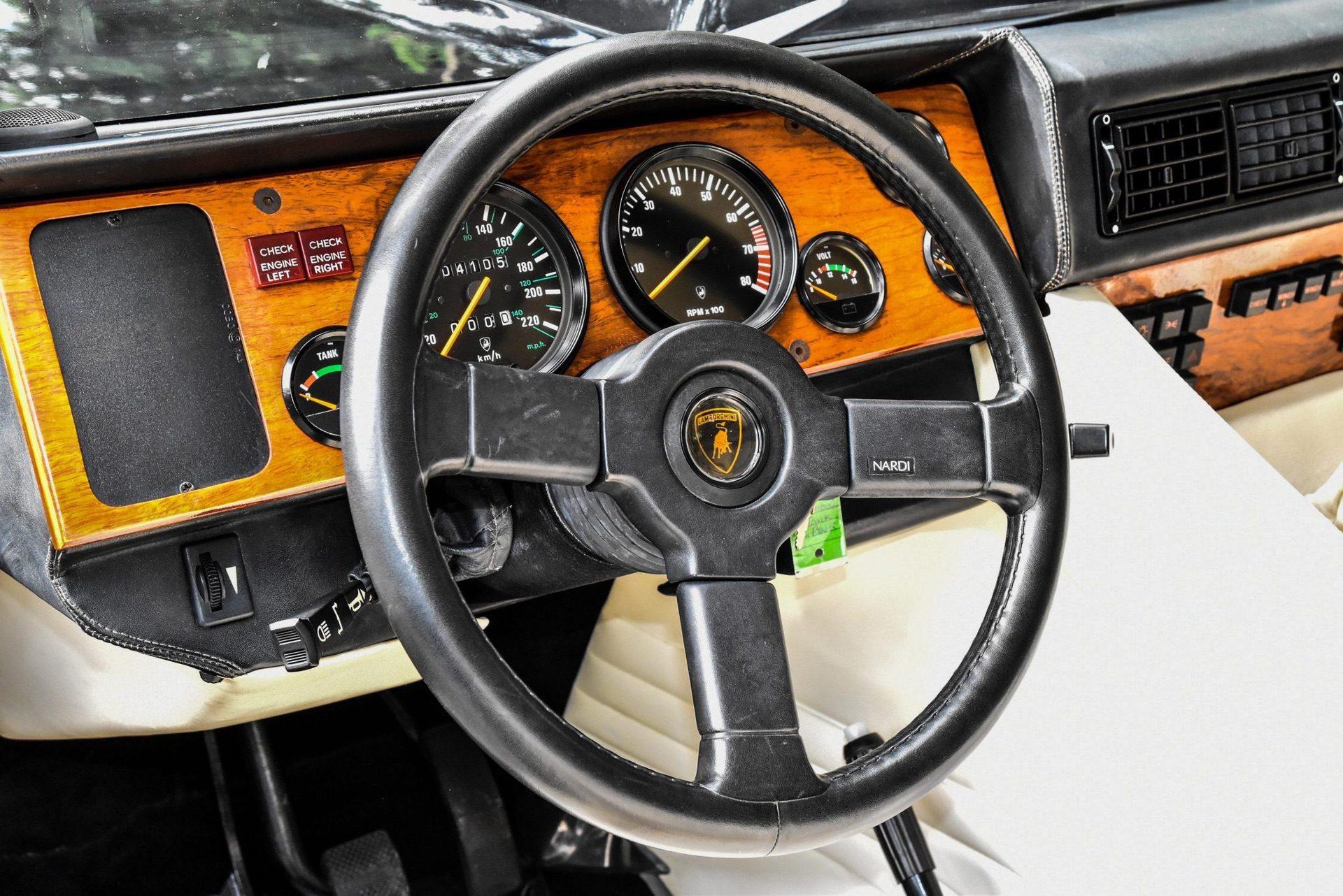 1989_Lamborghini_LM002_sale_0026