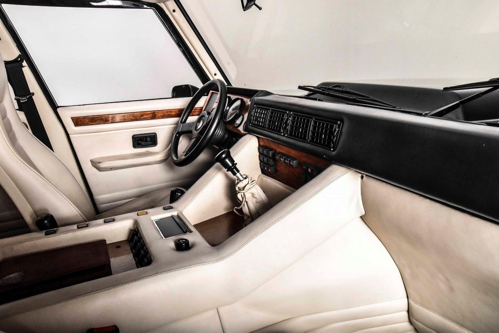 1989_Lamborghini_LM002_sale_0029
