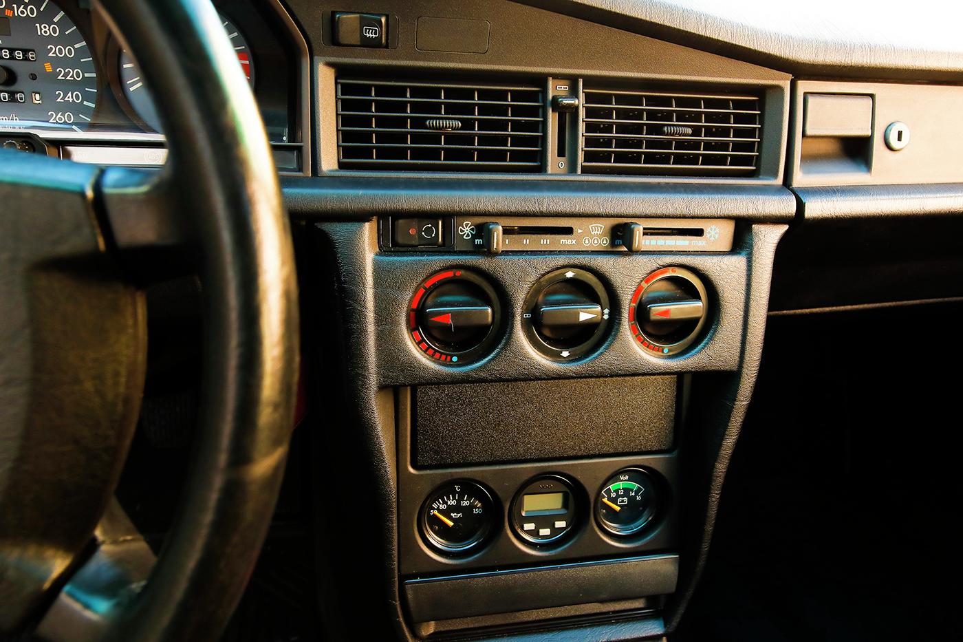 1990_Mercedes-Benz_190E_2.5-16_Evolution_II_0027