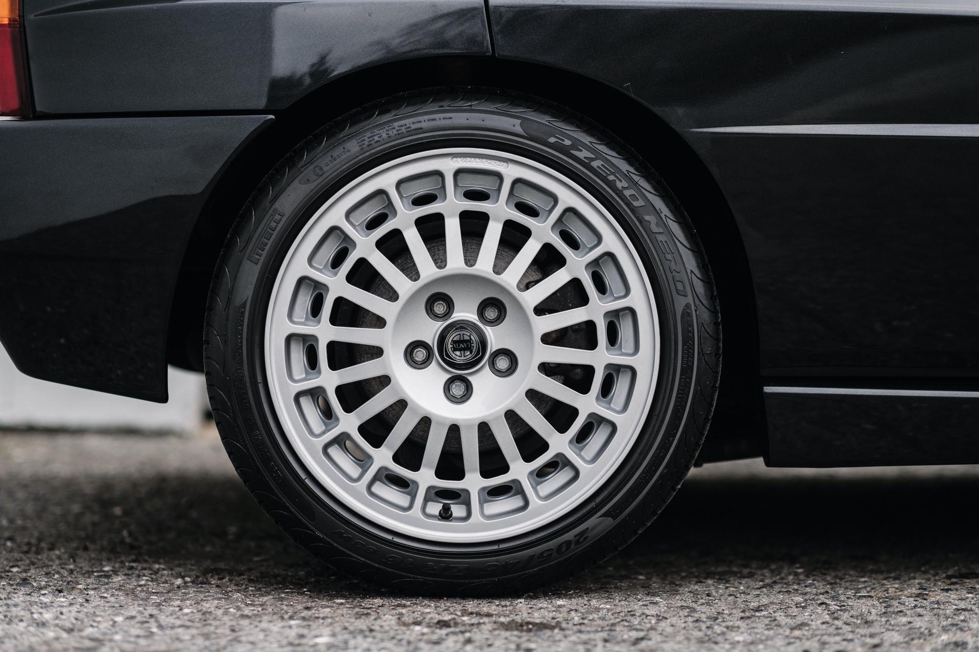 1992-Lancia-Delta-HF-Integrale-Evoluzione-_10