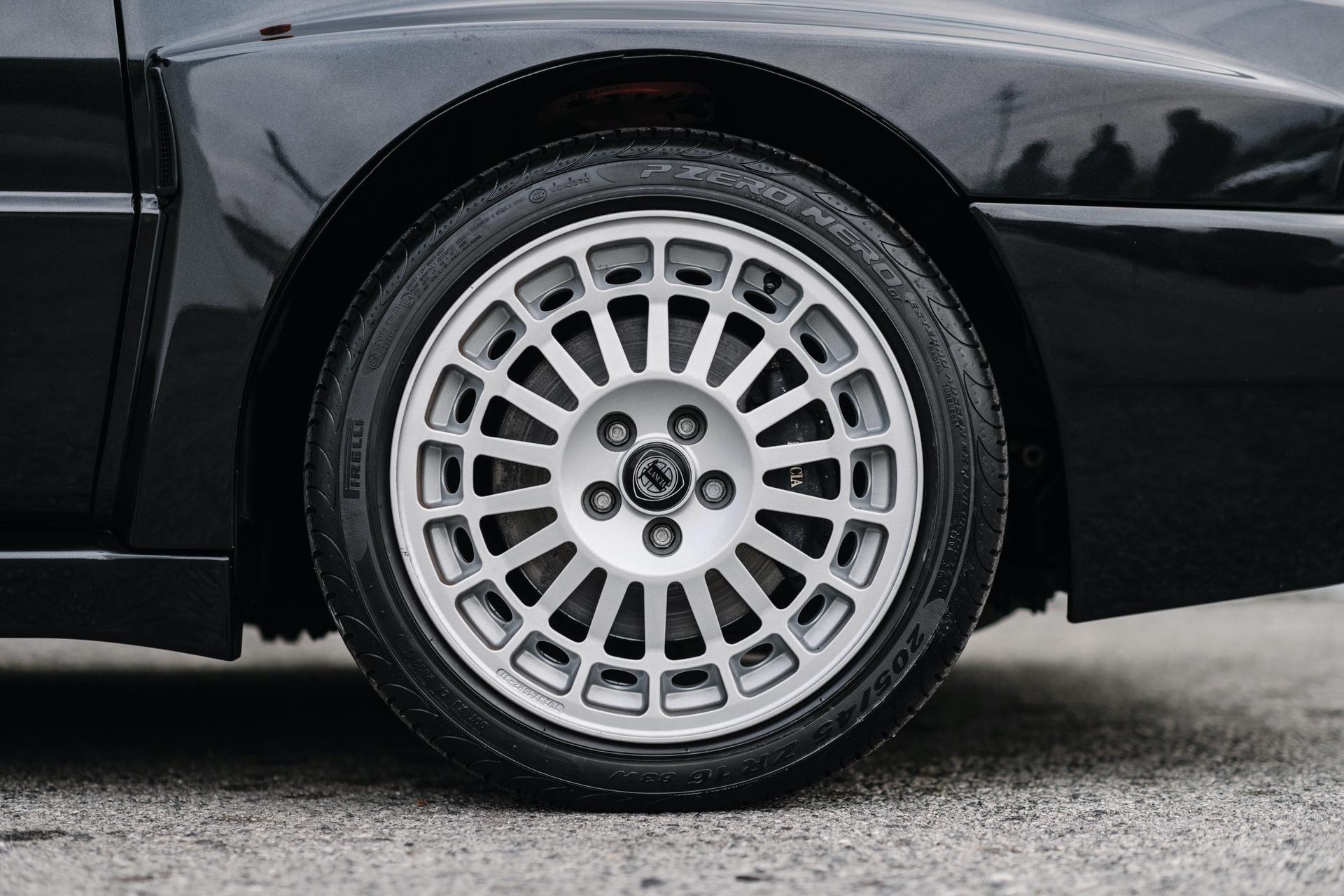 1992-Lancia-Delta-HF-Integrale-Evoluzione-_11