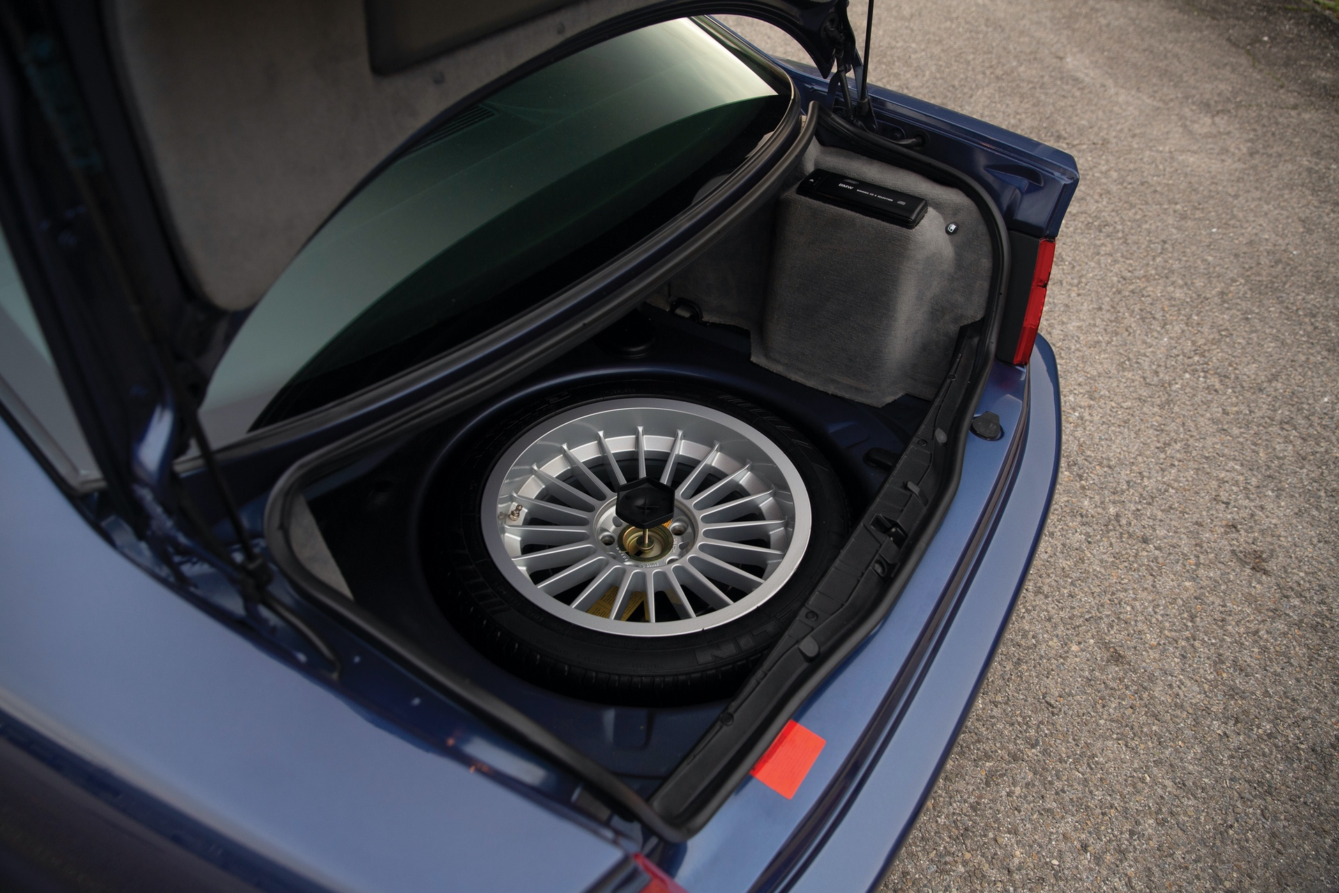 1993-BMW-Alpina-B12-5-7-Coupe-_30