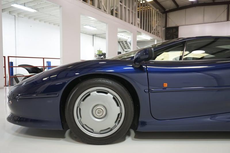1994_Jaguar_XJ220_sale_0012