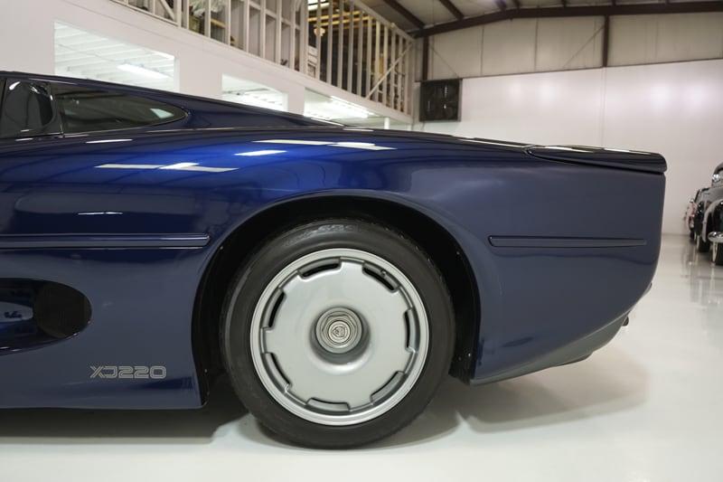 1994_Jaguar_XJ220_sale_0013