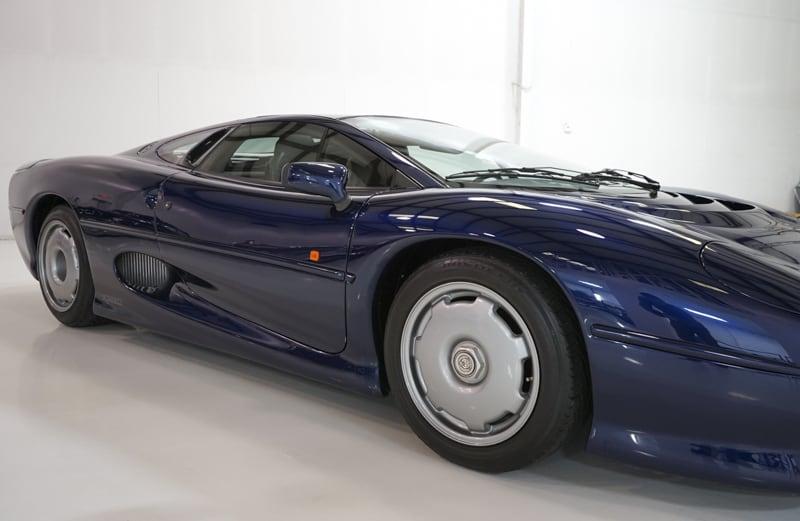1994_Jaguar_XJ220_sale_0019