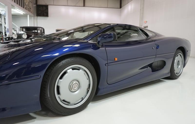 1994_Jaguar_XJ220_sale_0020