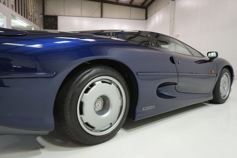 1994_Jaguar_XJ220_sale_0022