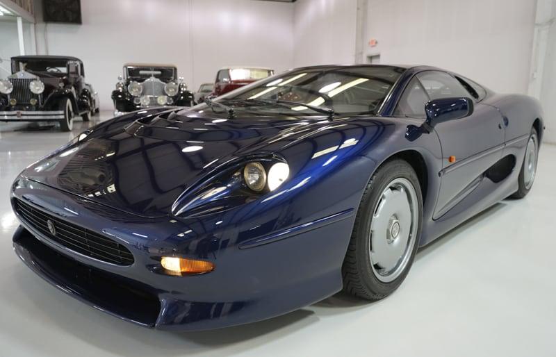 1994_Jaguar_XJ220_sale_0023