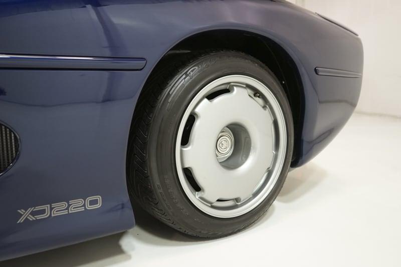 1994_Jaguar_XJ220_sale_0026