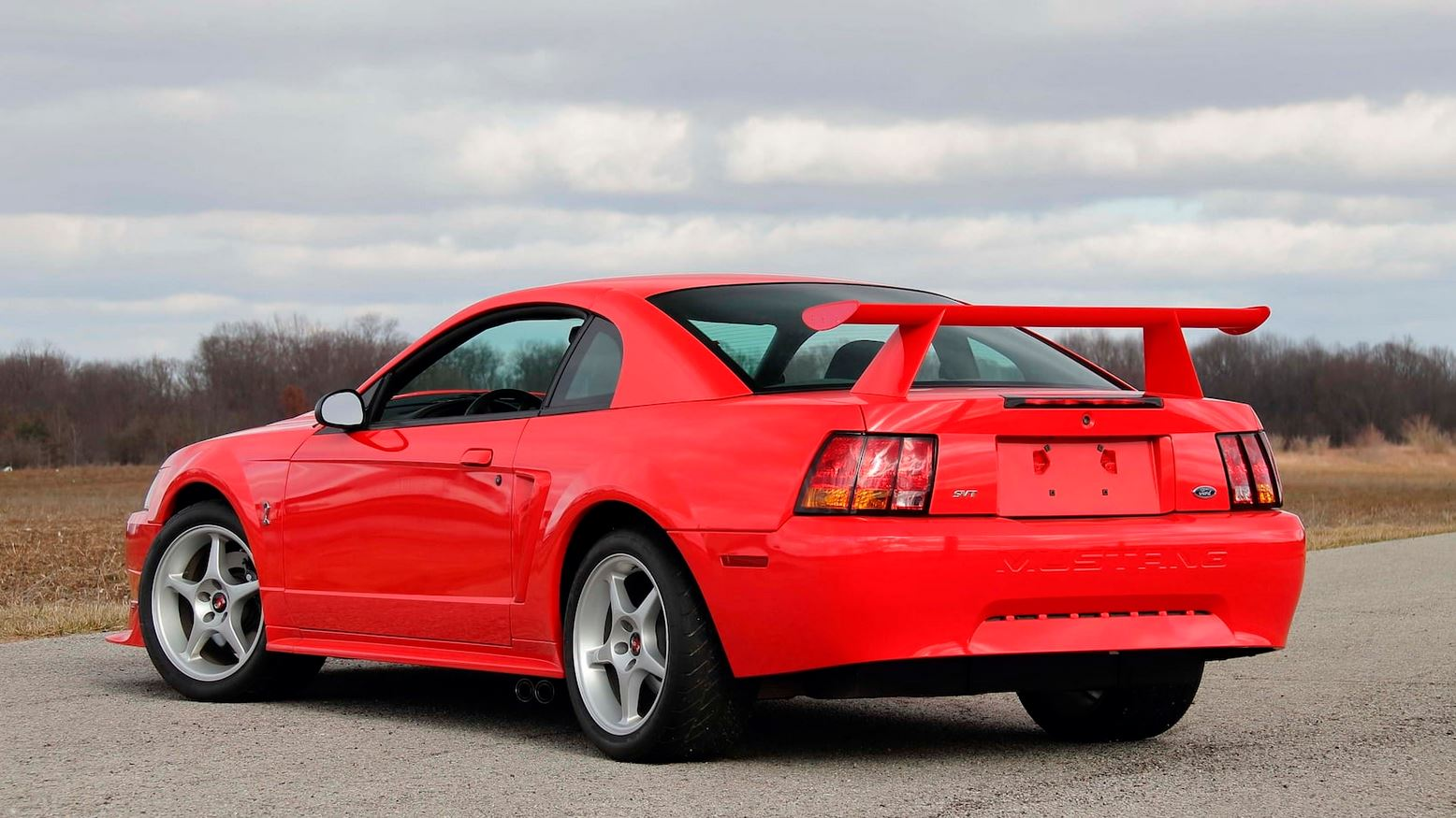ford-mustang-svt-cobra-r-auction-13