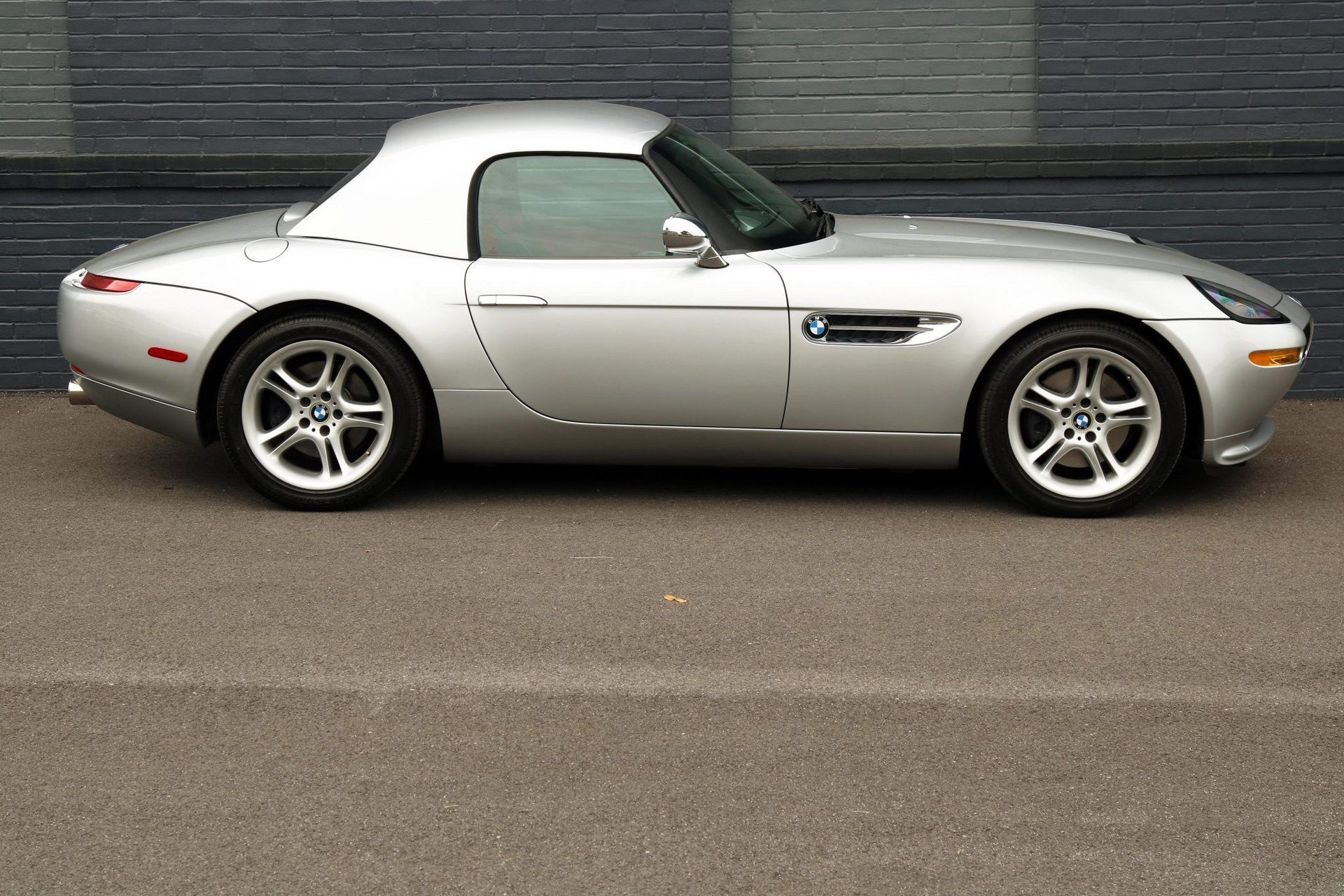2002_BMW_Z8_auction_0032