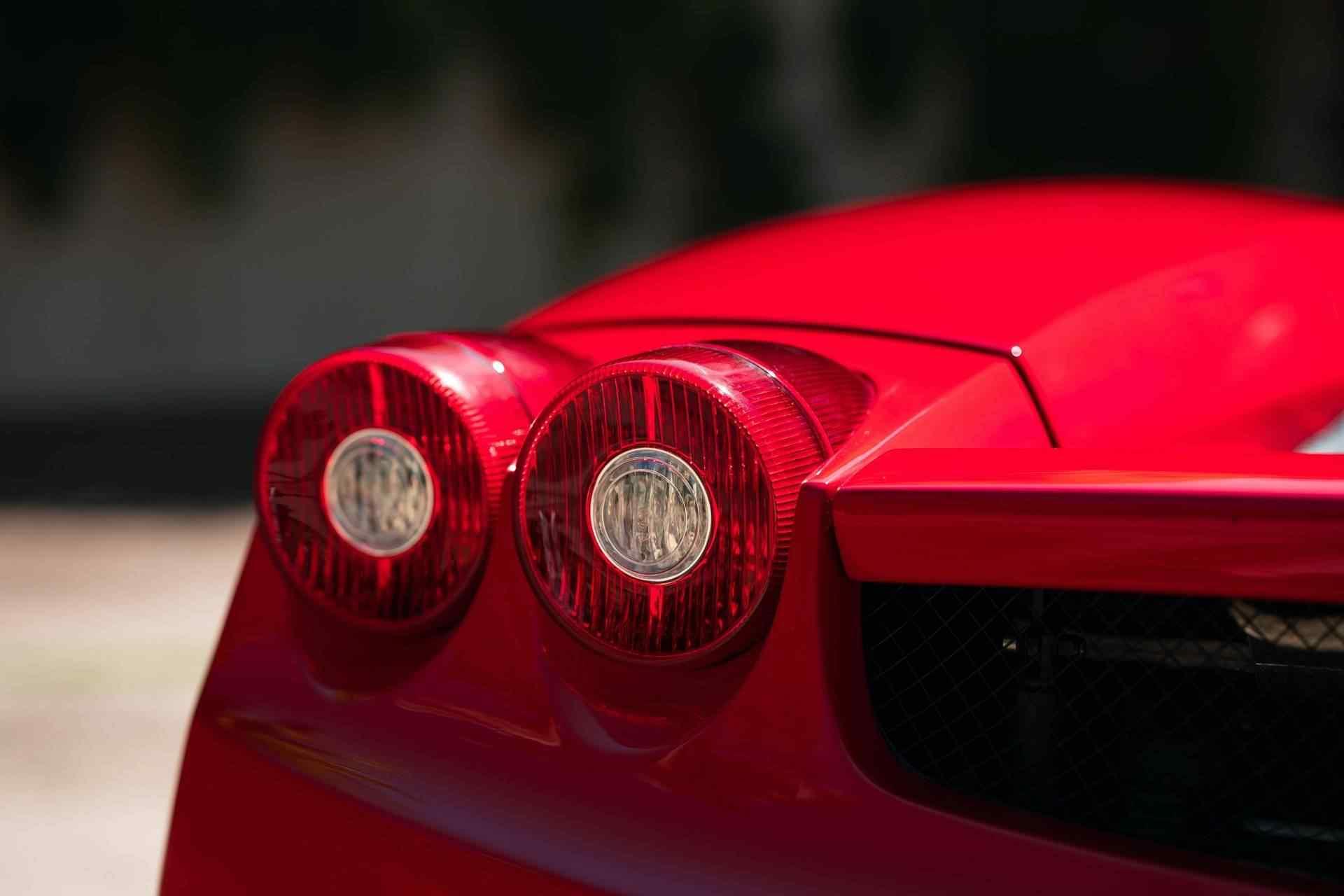 2003_Ferrari_Enzo_sale_0020