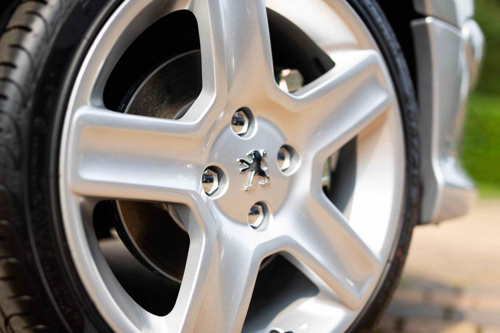 2003_Peugeot_206_RC_sale_0044