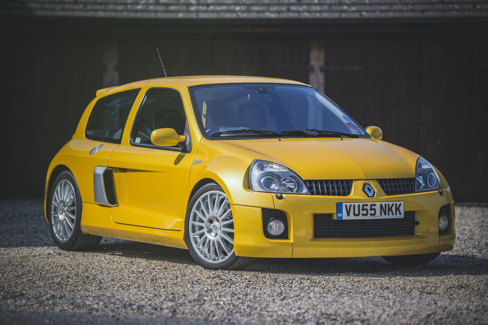 2005_Renault_Clio_V6_Phase_2_0001