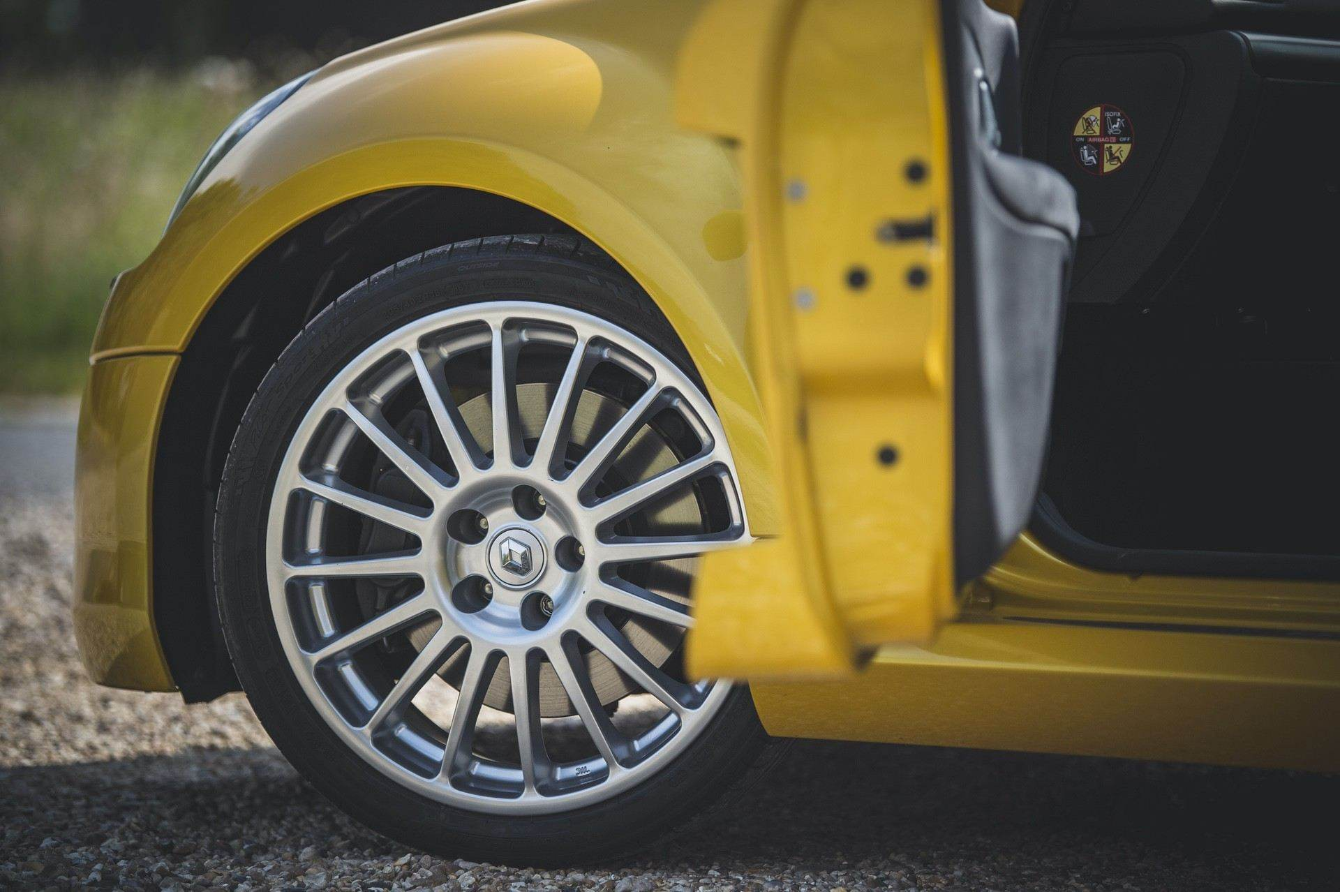 2005_Renault_Clio_V6_Phase_2_0003