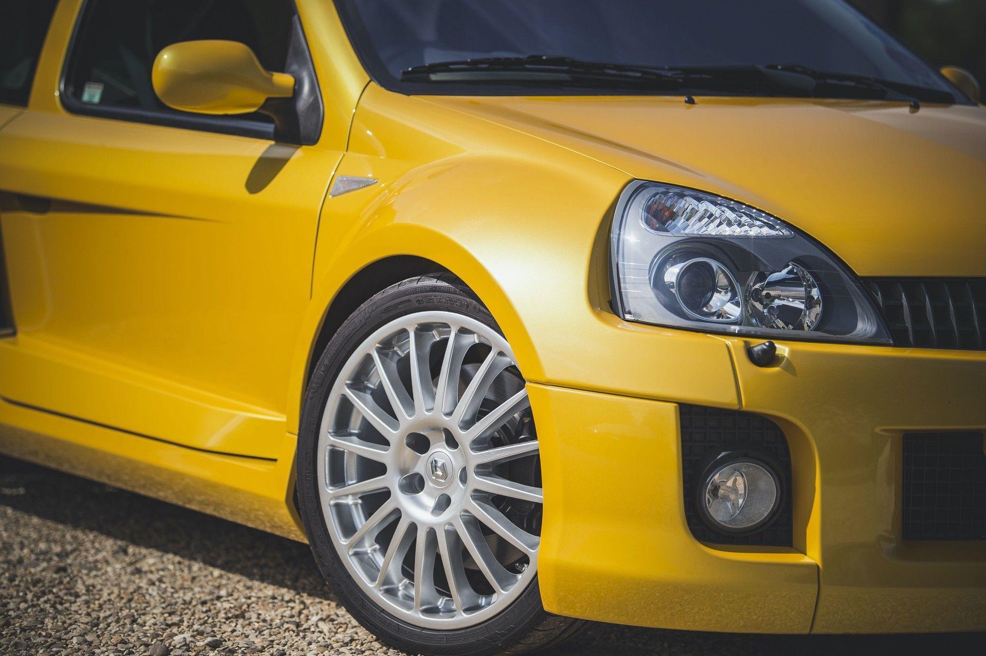 2005_Renault_Clio_V6_Phase_2_0004