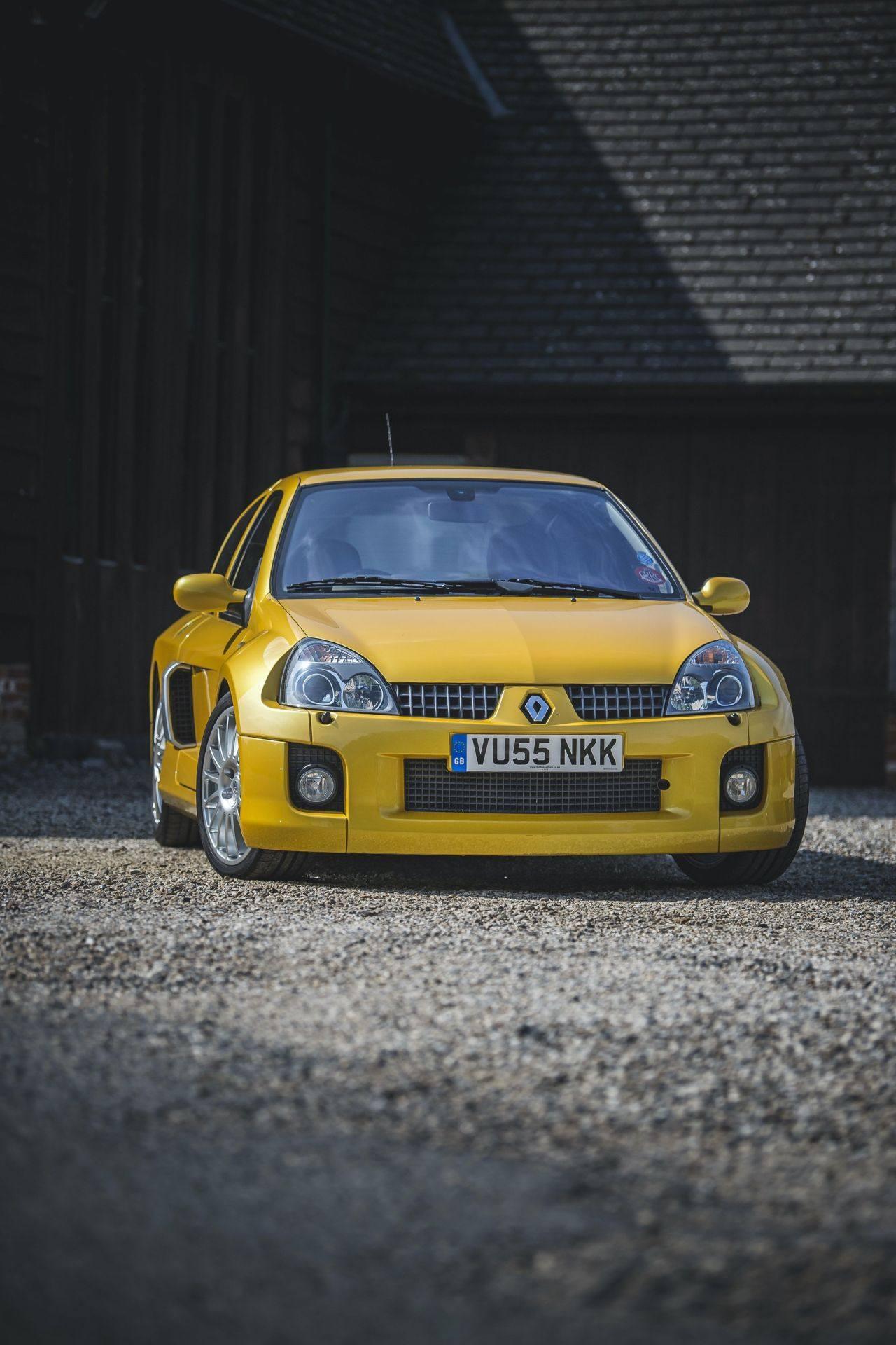2005_Renault_Clio_V6_Phase_2_0005