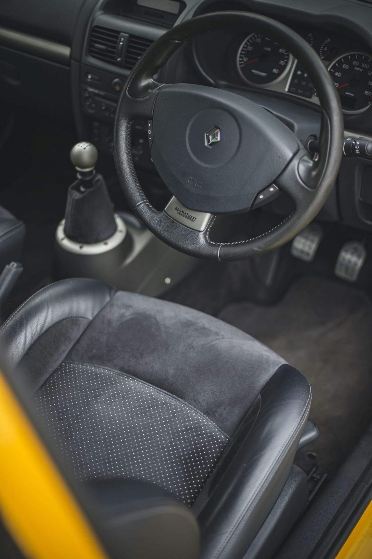 2005_Renault_Clio_V6_Phase_2_0010