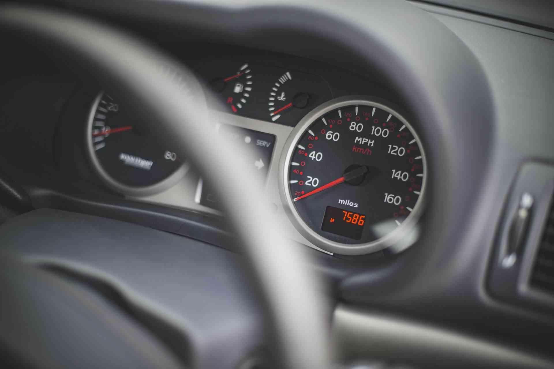 2005_Renault_Clio_V6_Phase_2_0011