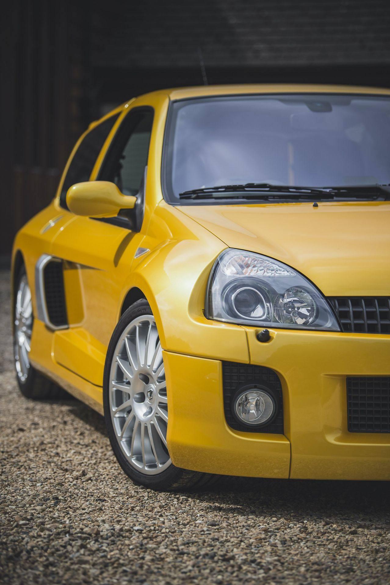 2005_Renault_Clio_V6_Phase_2_0012