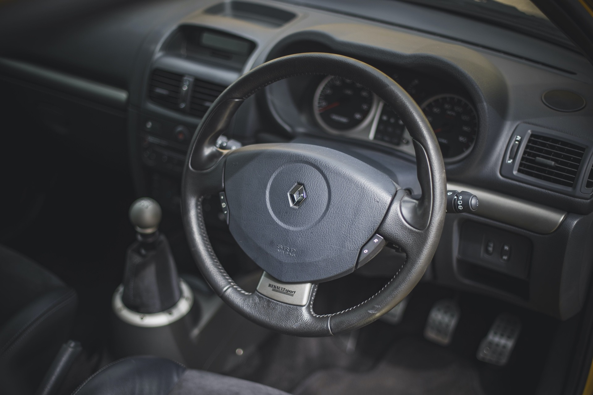 2005_Renault_Clio_V6_Phase_2_0014