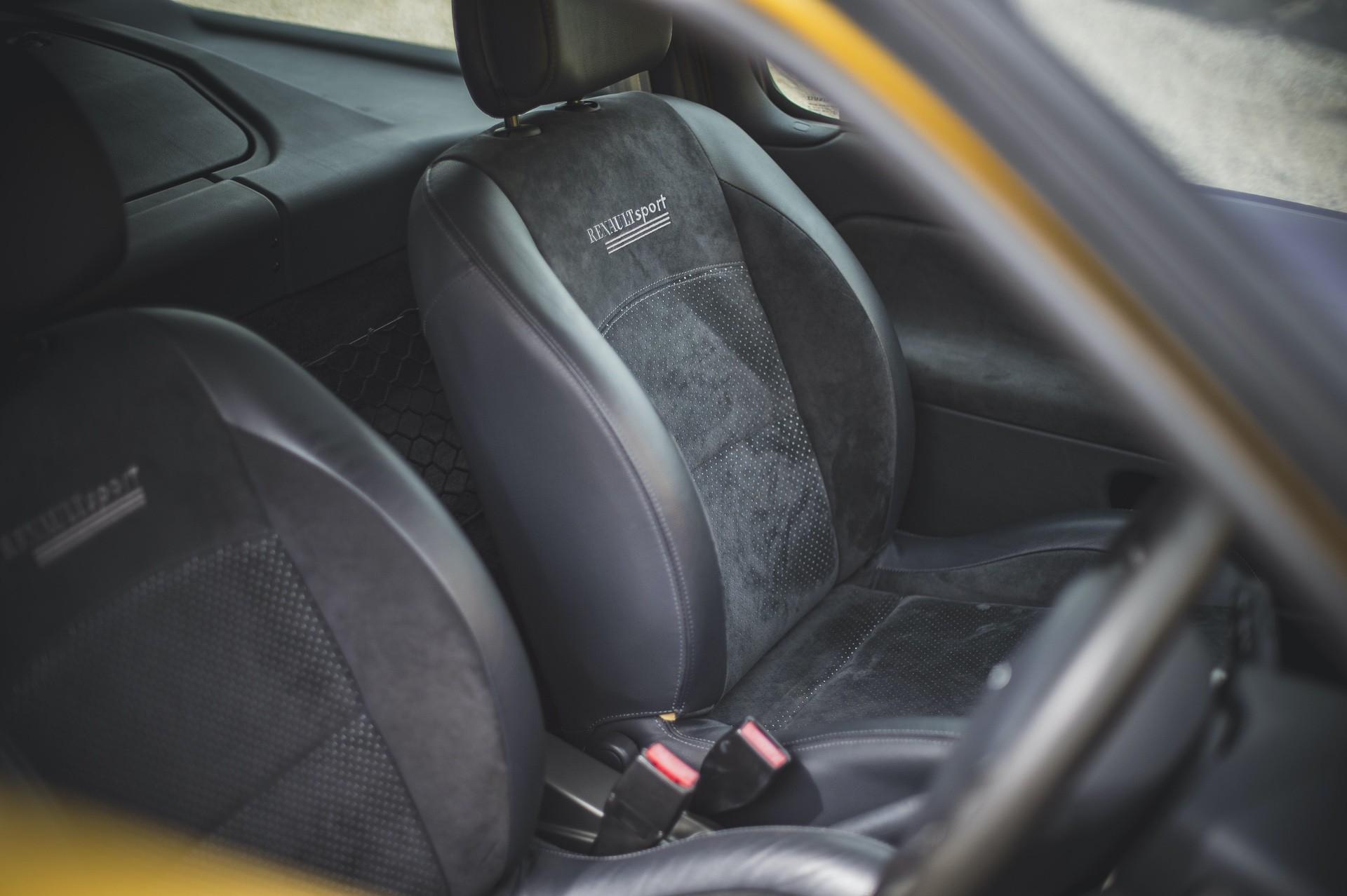 2005_Renault_Clio_V6_Phase_2_0015