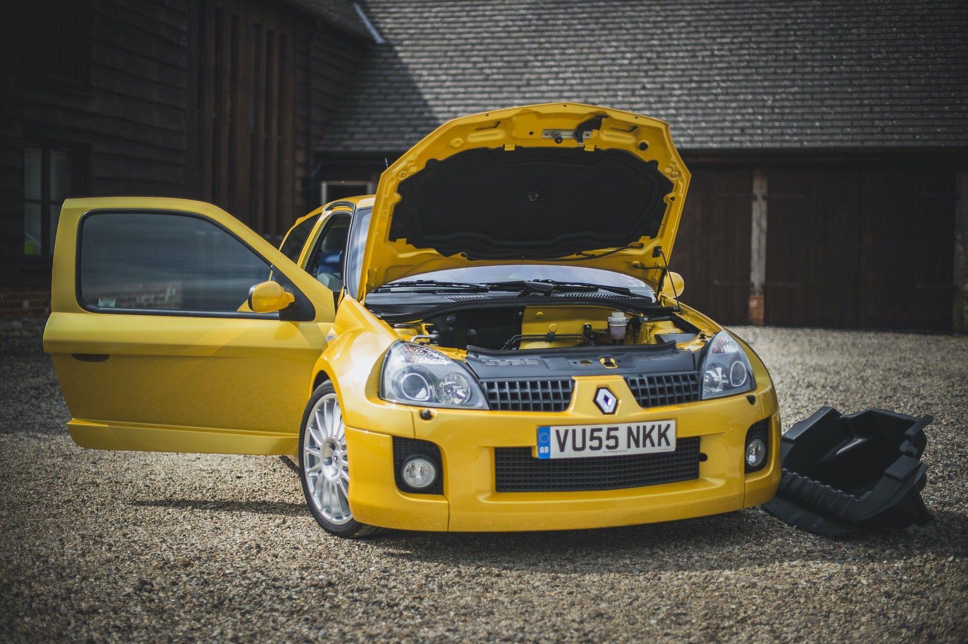 2005_Renault_Clio_V6_Phase_2_0016