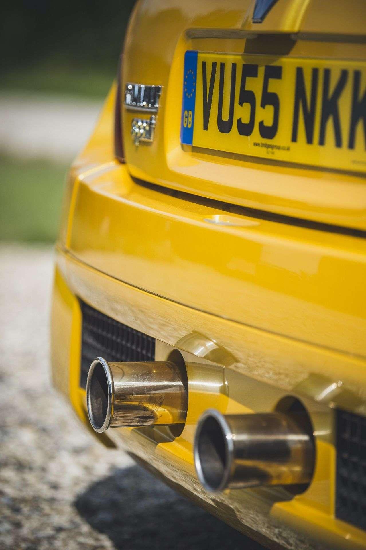 2005_Renault_Clio_V6_Phase_2_0017