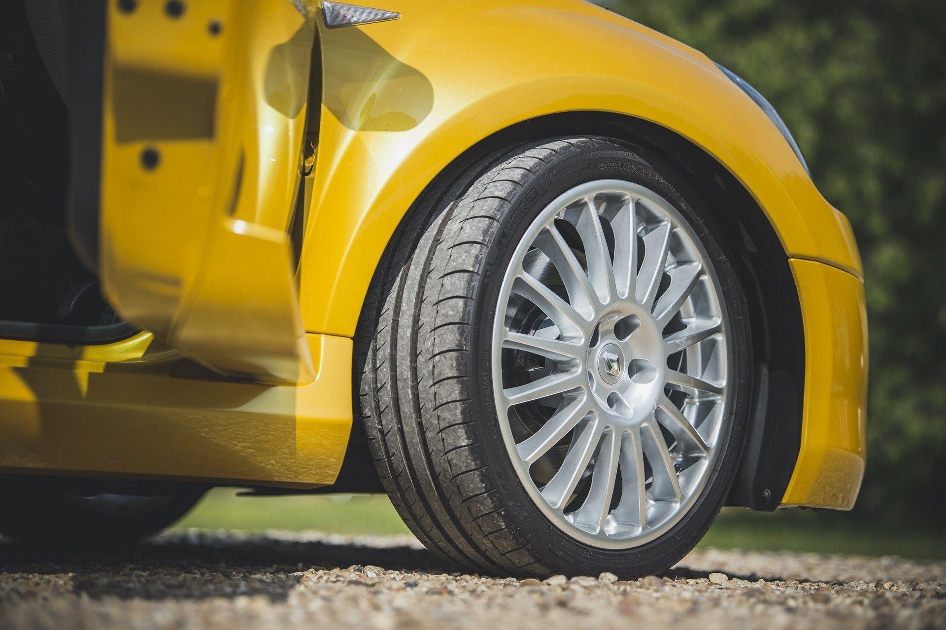 2005_Renault_Clio_V6_Phase_2_0018