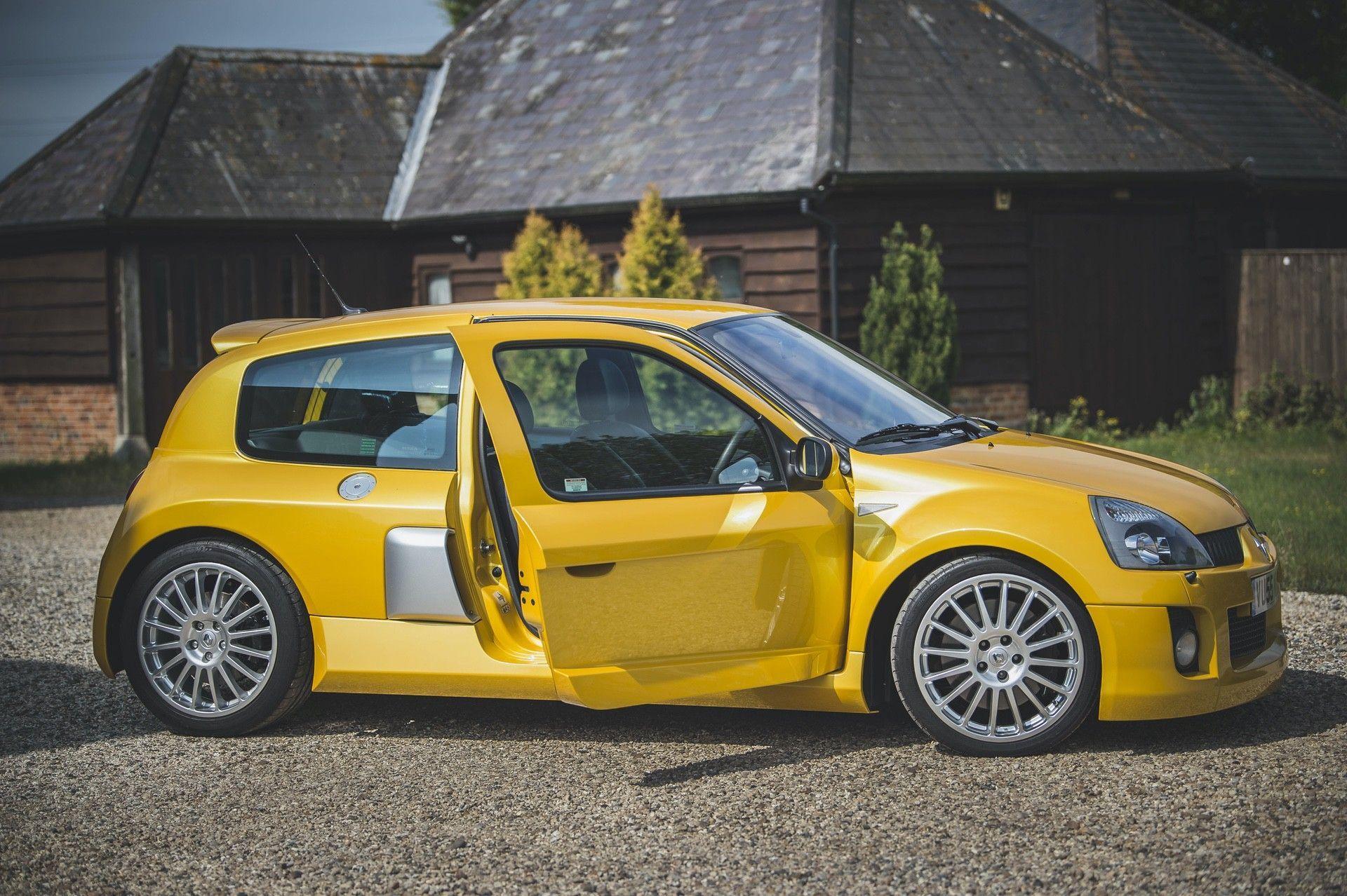 2005_Renault_Clio_V6_Phase_2_0019