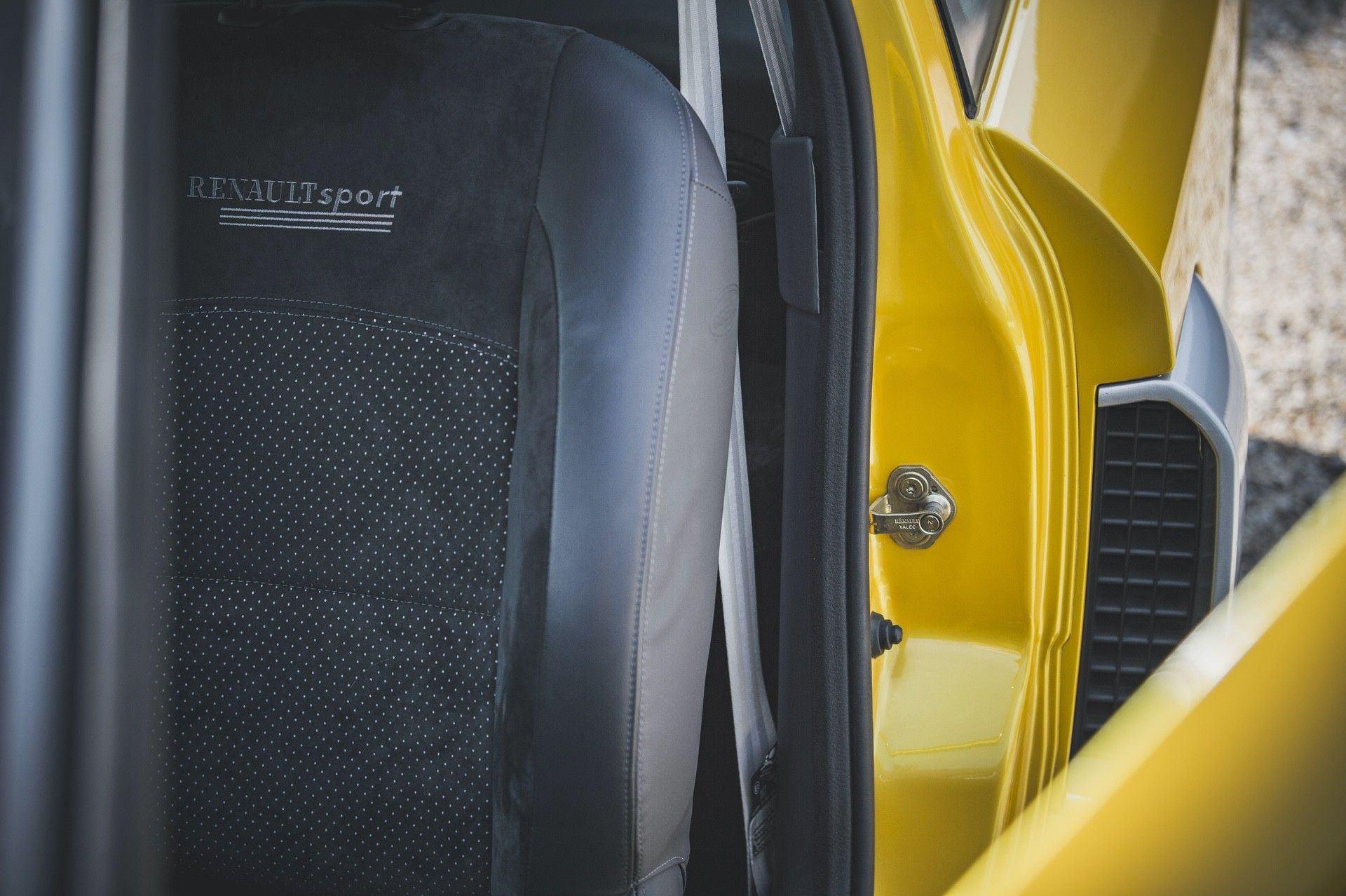 2005_Renault_Clio_V6_Phase_2_0020