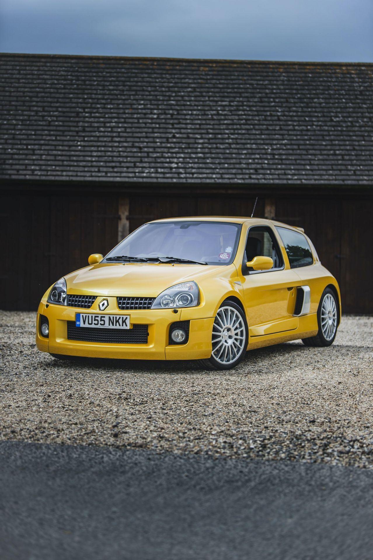 2005_Renault_Clio_V6_Phase_2_0021