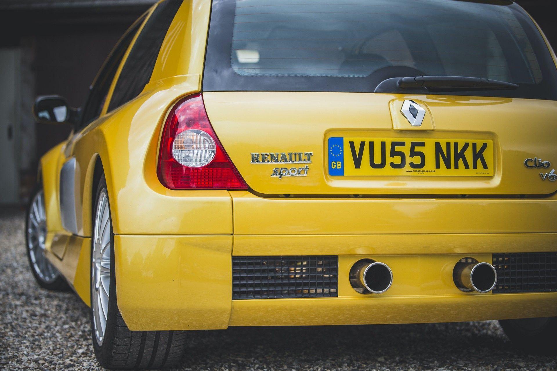 2005_Renault_Clio_V6_Phase_2_0022