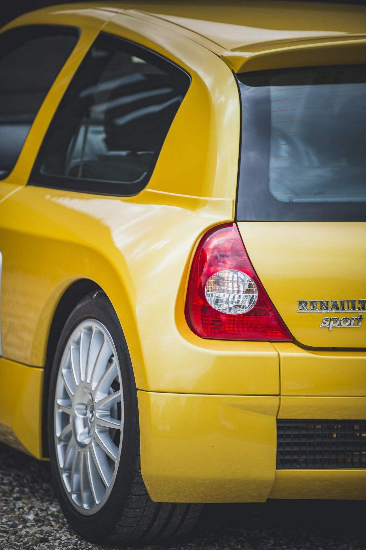2005_Renault_Clio_V6_Phase_2_0024